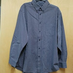 Roundtree and Yorke Button Down